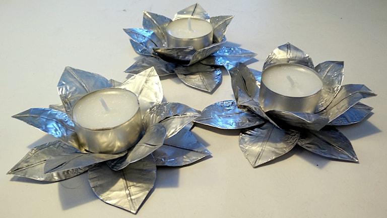 Tre färdiga värmeljushållare. Foto P-G Eriksson/SR