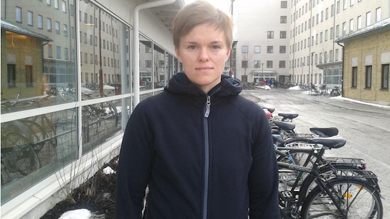 Alicia Edin skadades i en olycka och tycker att fler borde bli bättre på att använda hjälm och ryggskydd. Foto: Marilén Karlsson
