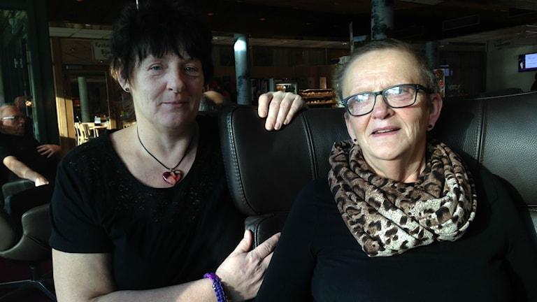 Marianne Abrahamsson och Annika Vidgren på patienthotellet Björken i Umeå. Foto: Anna Burén/Sveriges Radio.