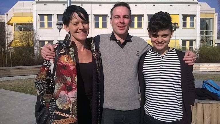 Eva Öberg Öström, Robin Cox och Gabriel tillsammans Foto Åza Meijer