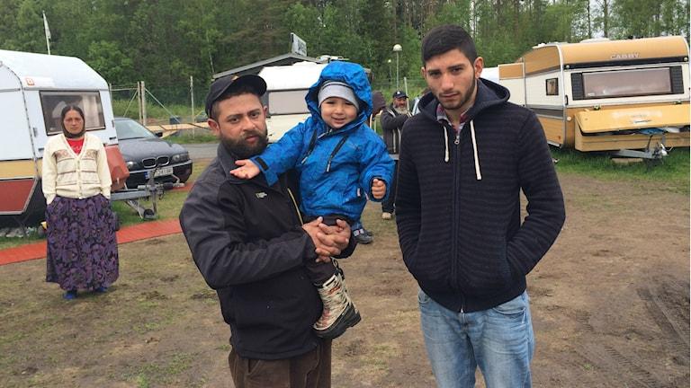 Pedro, Nikolai och Hector bor vid Nydalabadet i Umeå. Foto: Filippa Armstrong/SR