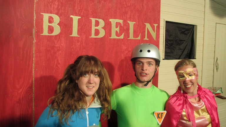 Sankt Bernhard, Kapten Fis och Rosa Faran är superhjältar som hittar lösningar i Bibeln.