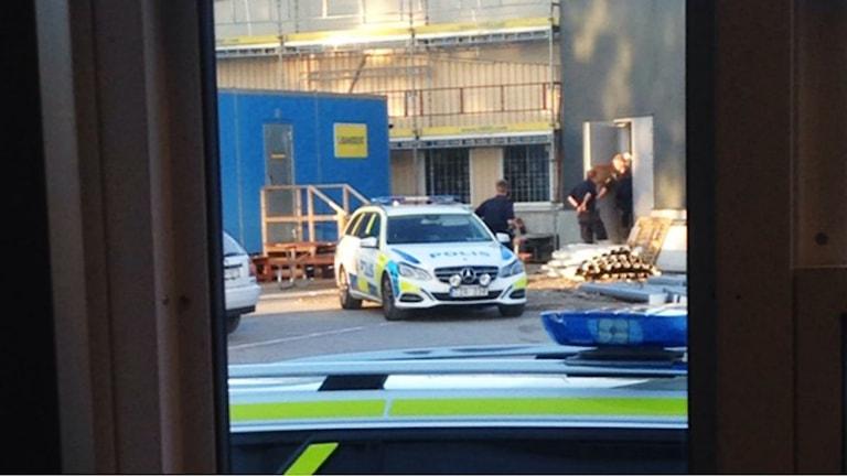 Polisen på plats efter detonationen vid Ica Kvantum i Umeå. Foto: My Brännström