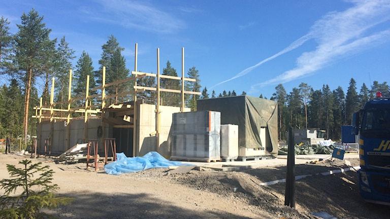 På Lilljansberget nära campus byggs såväl studentbostäder som Minervagymnasium. Foto: Lillemor Strömberg/Sveriges Radio.