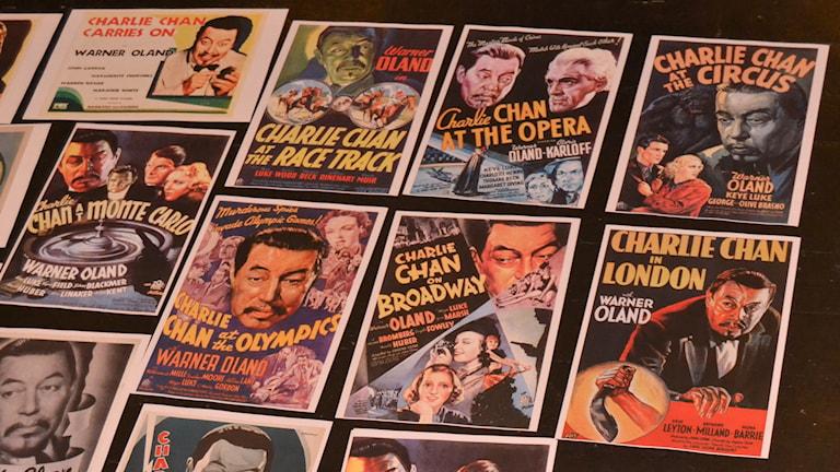 Affischer från Charlie Chan-filmer. Foto: Peter Öberg, Sveriges Radio.