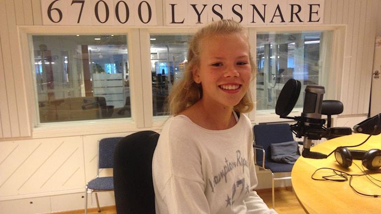 Emma Bernhardsson i morgonstudion. Foto: Johanna Frostensson/Sveriges Radio