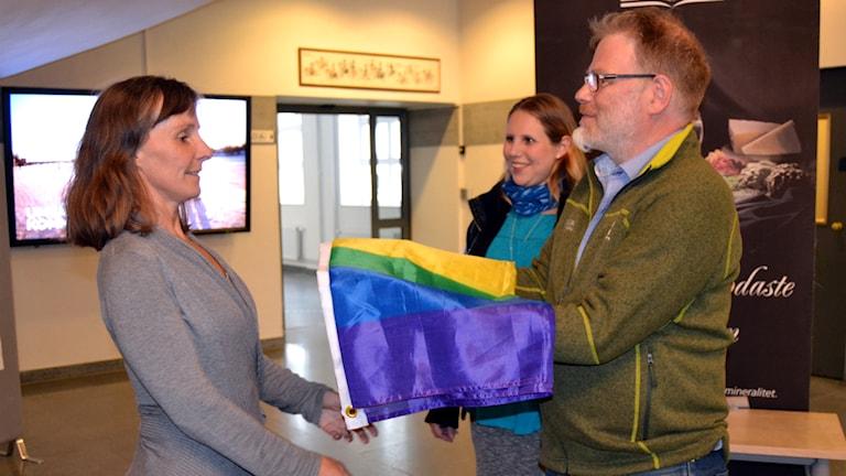 prideflagga, norra skogsägarna, regnbågsflagga. Foto: Marilén Karlsson