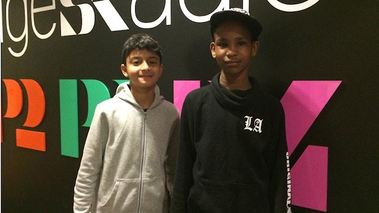 Tioårige Farid Hassan och tolvårige Ali Muhaidin läste ord om sina vänner Najax och Alvin. Foto: Mikael Hermansson/SR