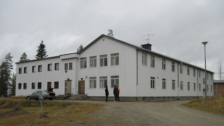 """""""Vita huset"""" vid sanatoriet, där asylsökande ska bo. Foto: Agneta Johansson/Sveriges Radio"""
