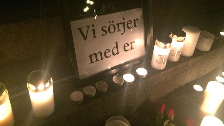Minnesstund för terrorns offer på Rådhustorget i Umeå. Foto: Olov Antonsson/Sveriges Radio