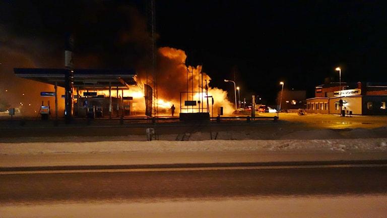 Brand vid Gulfmacken södra infarten Skellefteå   foto Magnus Bergner / SR
