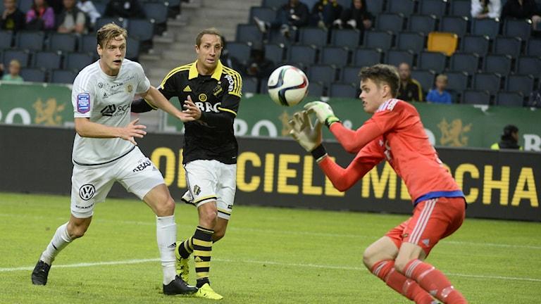 Leo Englund, längst till vänster, är ny spelare i Umeå FC. Foto: Vilhelm Stokstad/TT