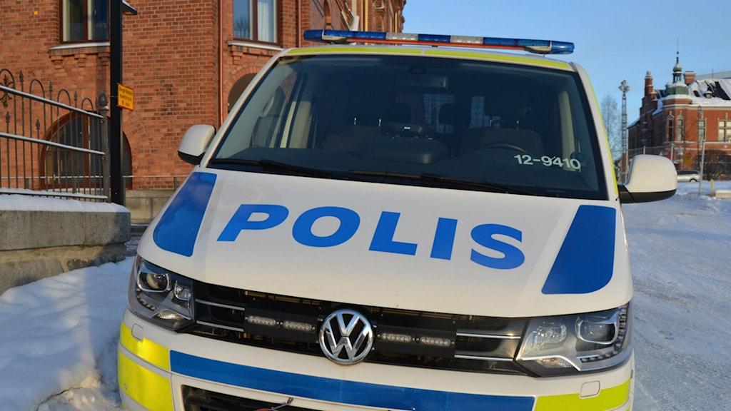 Polisbil i Umeå centrum.