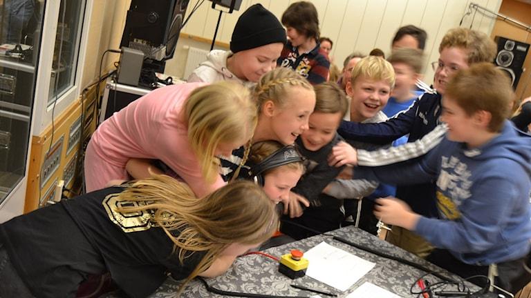 När det stod klart att Sävar vunnit kvalet och tagit sig vidare till tv-finalen visste jublet inga gränser. Foto: Adam Timander.