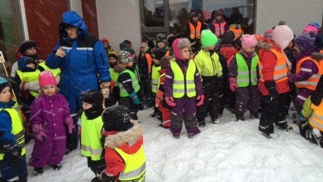 Barnen som inviger sin förskola med sång Foto Åza Meijer