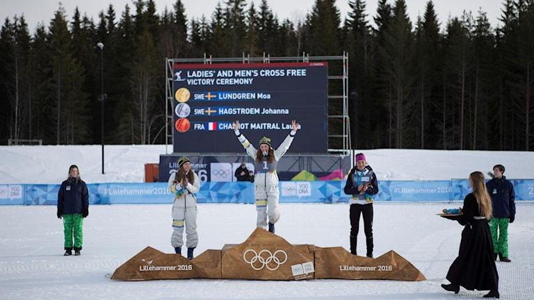 Moa Lundgren överst på pallen. Foto: Jostein Vedvik / Lillehammer 2016