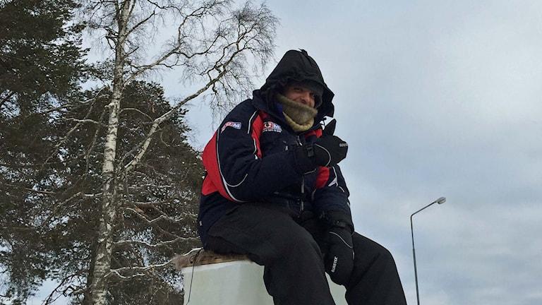 Omar Abo Fakher, en av segrarna i isstolpssittningen i Vilhelmina 2016. Foto: Örjan Holmberg/Sveriges Radio.