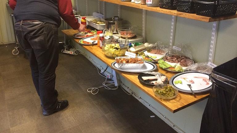 Strykande åtgång på maten som serverades på Bakfickan. Foto Lennart Odhström/SR.