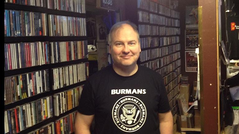 Stefan Nilsson ägare av Burmans musik arrangerar Skivbutikens dag. Foto Tobias Johansson/SR.