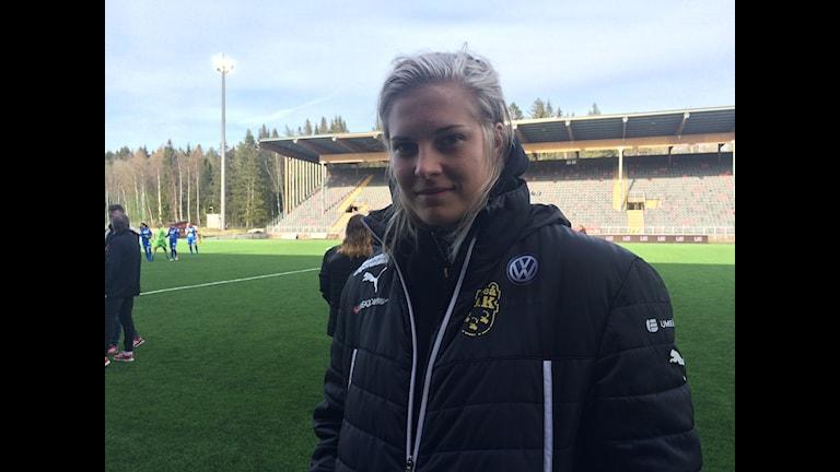 Långtidsskadade Lina Hurtig var med från start i matchen mot Eskilstuna. FOTO: Helena Forsgren. Sveriges Radio.