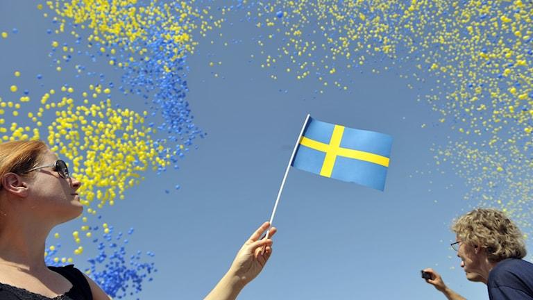 50 000 ballonger i svenska flaggans färger gult och blått släpptes vid Logårdstrappan på Skeppsbron nedanför Slottet på nationaldagen 6 juni.