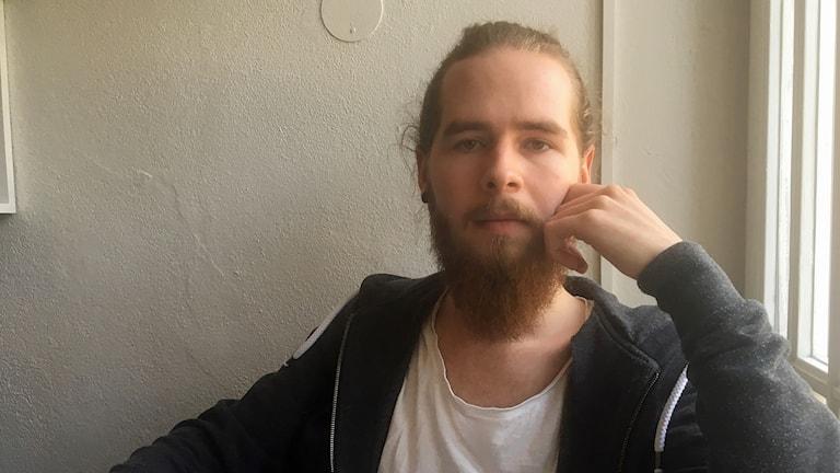 Christian Carlsson, en av hyresgästerna, längtar efter att flytta ihop med sin tjej.
