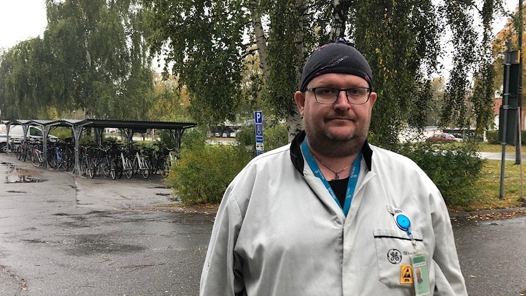 Robert Lundqvist reagerar mot trängseln på lokalbussarna
