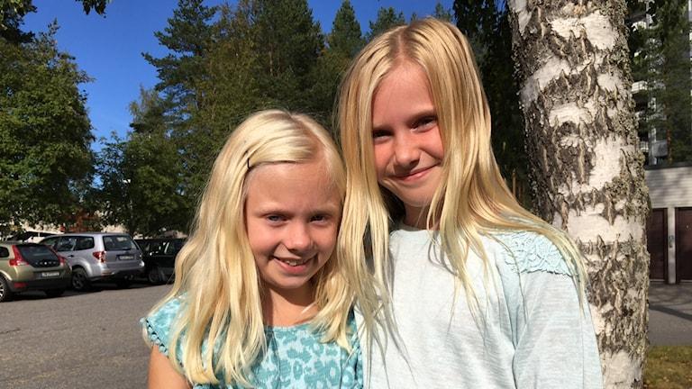 Greta Lind och Grace Whyte från Grisbackaskolan i Umeå