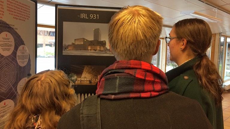 Estetelever kollar konst på kulturhuset