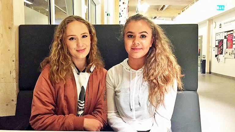 Maja Sjöström och Julia Åberg har båda fyllt 18 år.
