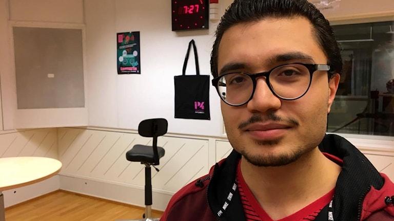 Ramin Azarmehr beatboxing