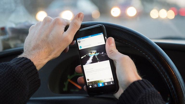 Mobil bakom ratten bilförare trafik