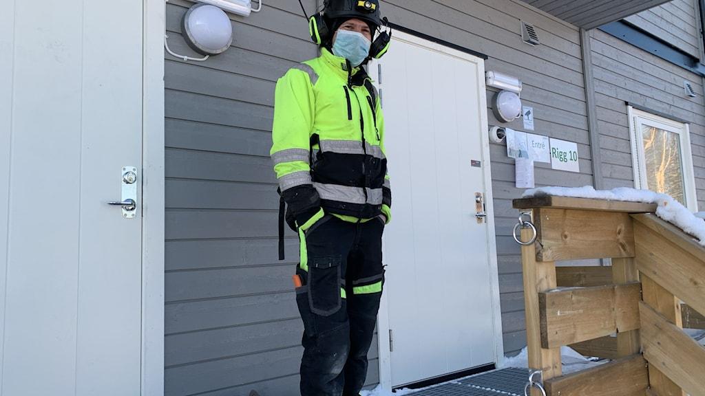Johnny är elektriker från Rumänien och bor i temporär lägenhet i Ursviken. Han jobbar med att bygga batterifabriken.