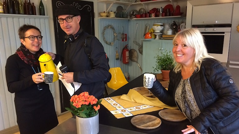 Anders och Filippa på plats i Strömsö där den populära tv-serien spelas in