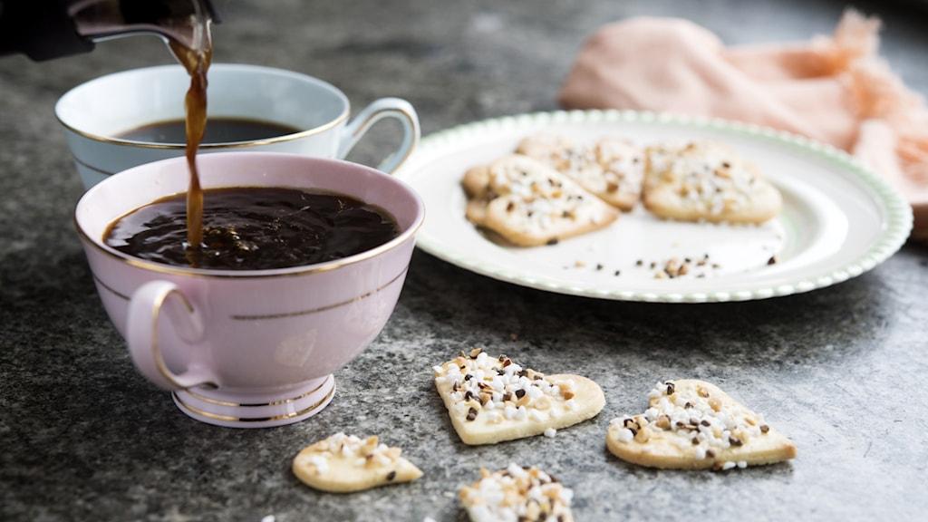 Kaffe och småkakor.