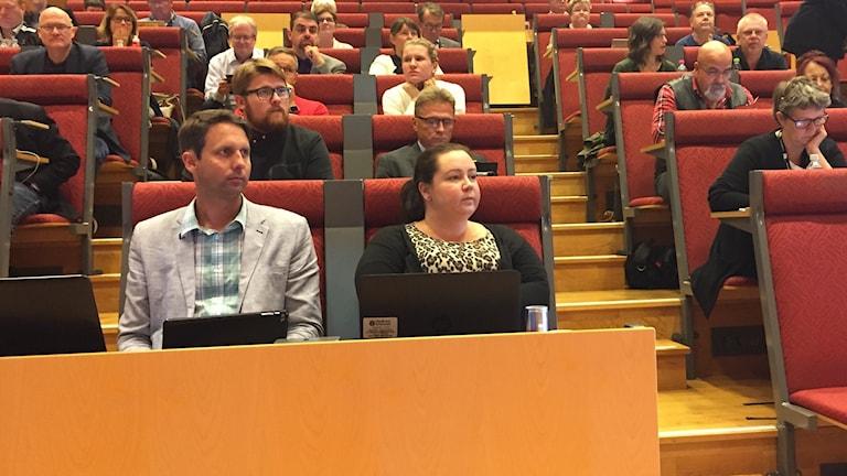 Andreas Westerberg (L) och Charlotta Enqvist (KD) i Skellefteå kommunfullmäktige