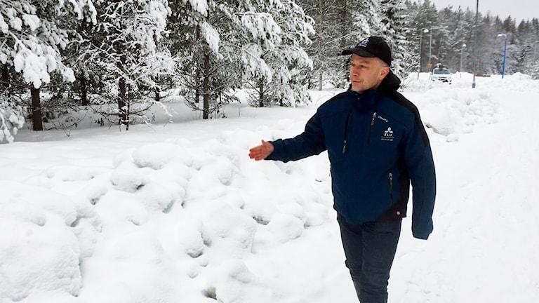 Göran Ericsson, professor på SLU i Umeå, på Tomtebo där en älgko har attackerat människor