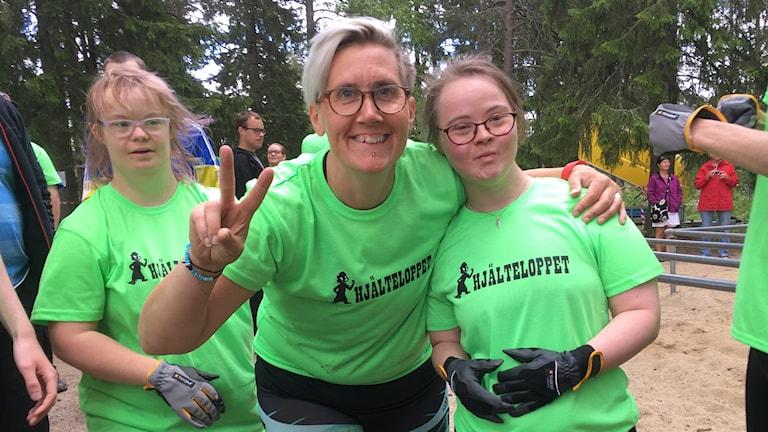 Cillan Brönemyr från personalen på gruppboendet Uttervägen och Nina Johansson som deltog i Hjälteloppet