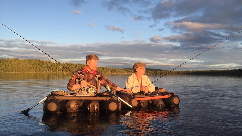 Lyssna på fiskekompisarna Fredrik och Johan varje måndag