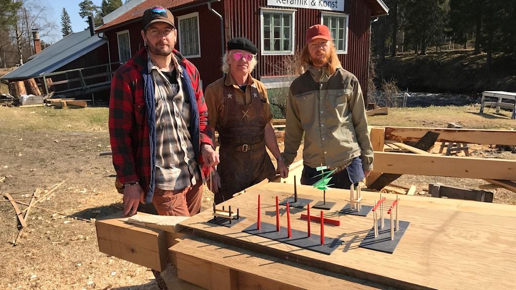 Stefan Markström, Jögge Sundkvist och Felix Wink jobbar mot leverans av utegym i slutet av juni