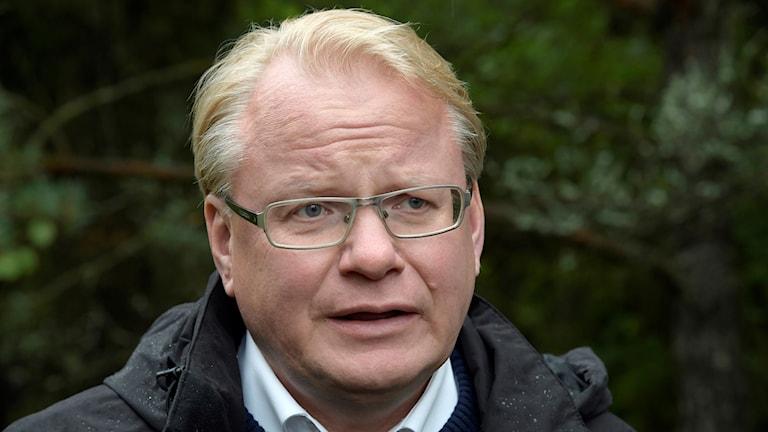 Peter Hultqvist, socialdemokratisk försvarsminister.