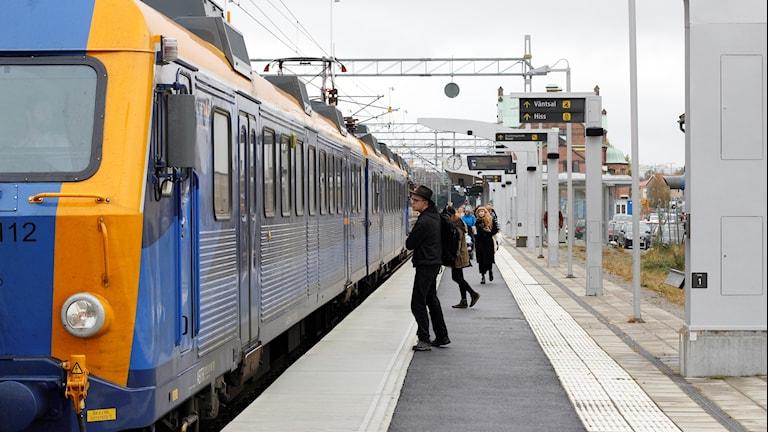 Tåg resenärer Umeå centralstation, norrtåg