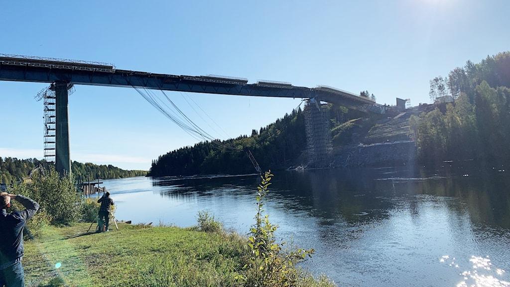 Allvarlig arbetsplatsolycka vid brobygge längs Västra länken i Umeå. Foto: Anders Wikström/Sveriges Radio