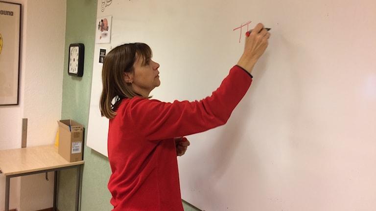 Bernice White täcker upp lärarbristen