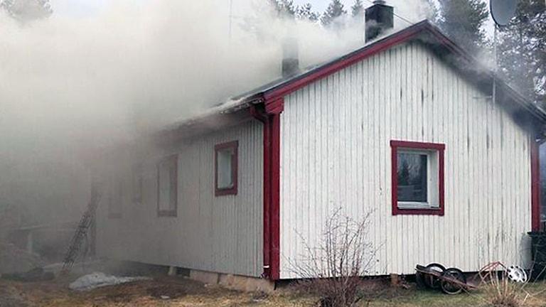 Villa brinner i Jörn