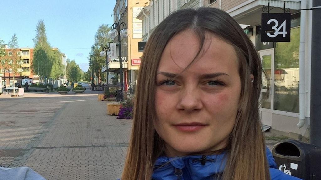 Nellie Granberg och Erica Arklöf i centrala Lycksele