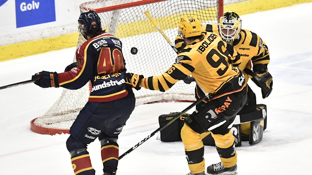Djurgårdens Jacob Josefson gör 3-2 på Skellefteås målvakt Arvid Söderblom