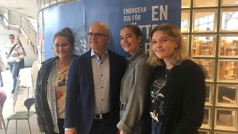 Nora Emaden FN ansvarig elevflrening, Alexander Gavelin Ordförande svenska FN förbundet, Wilma  Rönnbäck och Elsa Skönby