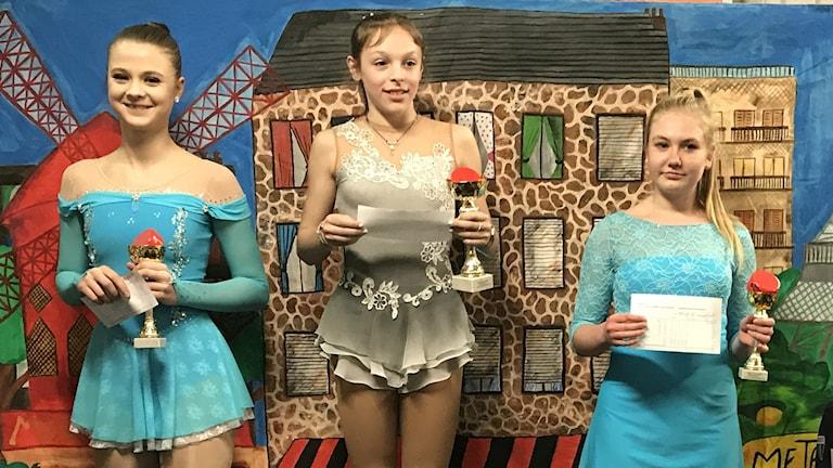 Konståkarna står på prispallen, Lovisa Thylin kom tvåa efter Bianca Marangoni, Italien på bronsplats Sophia Pauls, Tyskland