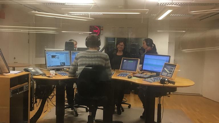 Ingela och Anja i studion